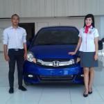 Foto Penyerahan Unit 2 Sales Marketing Mobil Dealer Honda Trenggalek Afrilia Devi Ardiana