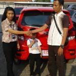 Foto Penyerahan Unit 3 Sales Marketing Mobil Dealer Daihatsu Indramayu  Rosanti