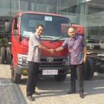 Foto Penyerahan Unit 5 Sales Marketing Mobil Dealer Toyota Semarang Syarif