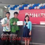 Foto Penyerahan Unit 8 Sales Marketing Mobil Dealer Daihatsu Sumedang Dian Kora