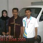 Foto Penyerahan Unit 9 Sales Marketing Mobil Dealer Daihatsu Sumedang Dian Kora