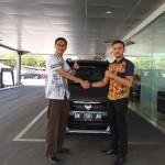 Foto Penyerahan Unit 5 Sales Marketing Mobil Dealer Suzuki Pekanbaru Rio