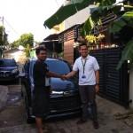 Foto-Penyerahan-Unit-1-Sales-Marketing-Mobil-Dealer-Daihatsu-Yosa