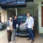 Foto-Penyerahan-Unit-15-Sales-Marketing-Mobil-Dealer-Daihatsu-Yos