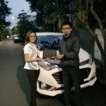 Foto Penyerahan Unit 2 Sales Marketing Mobil Dealer Daihatsu Dewi