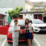 Foto Penyerahan Unit 3 Sales Marketing Mobil Dealer Daihatsu Dewi