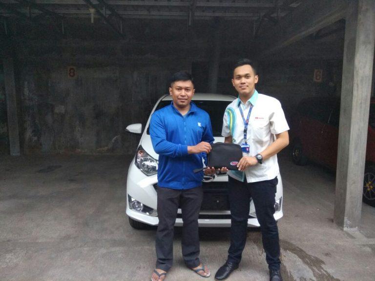 Sales-Marketing-Mobil-Dealer-Daihatsu-Yos-1-768x576