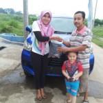 Foto Penyerahan Unit 2 Sales Daihatsu Cikarang Atau Marketing Daihatsu Cikarang Ida Rosidah