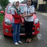 Foto Penyerahan Unit 5 Sales Daihatsu Cikarang Atau Marketing Daihatsu Cikarang Ida Rosidah