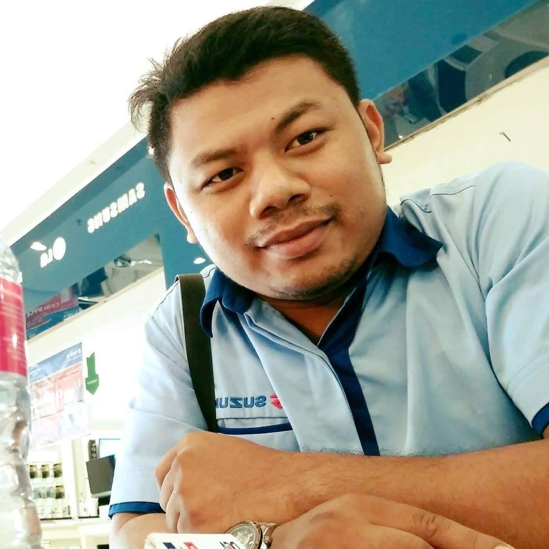 Sales Marketing Mobil Dealer Suzuki Deden