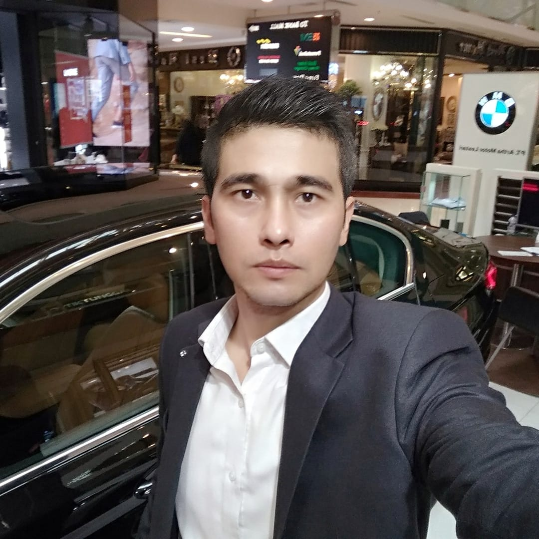 Sales Marketing Mobil Dealer BMW Andri